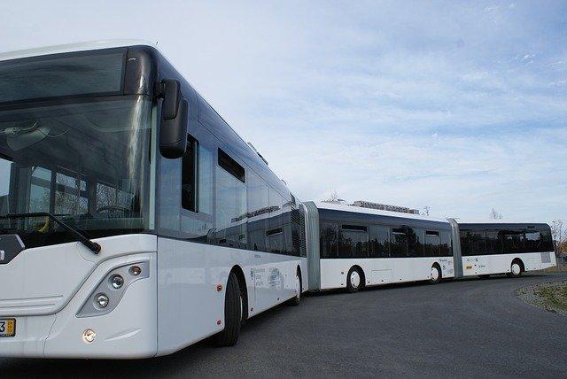 dlouhý autobus