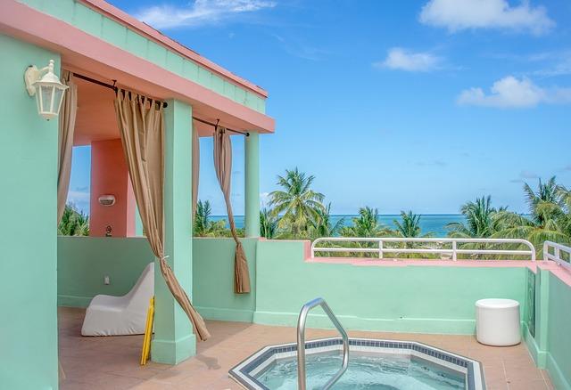 luxusní terasa s bazénem