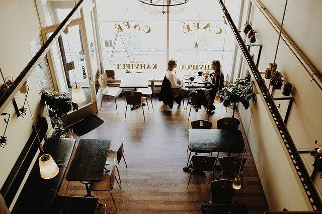 vybavená kavárna