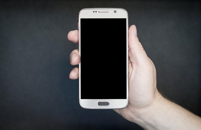 vypnutý chytrý mobilní telefon